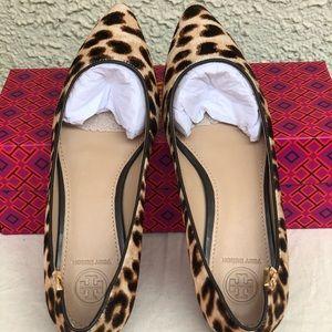 Tory Burch Elizabeth leopard printed flat size 7